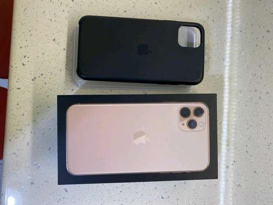 Apple Iphone 11 Pro Max  : Green 512Gb & Iwatch Series 3 ( gps and cellular version ) image 4