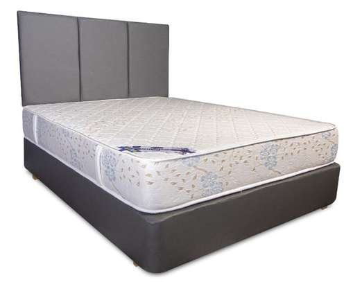 """High Quality Queen Size(5 x 6) 10"""" Spring Mattresses. Free Delivery. image 1"""