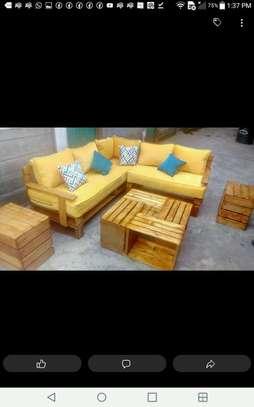 pallet sofa image 1