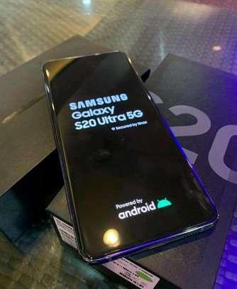 Samsung Galaxy S20 Ultra 5G / 512 Gigabytes / Black And Wireless Galaxy Buds image 1
