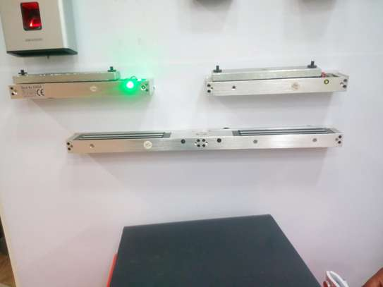 Maglock magnetic lock for access control biometric image 2