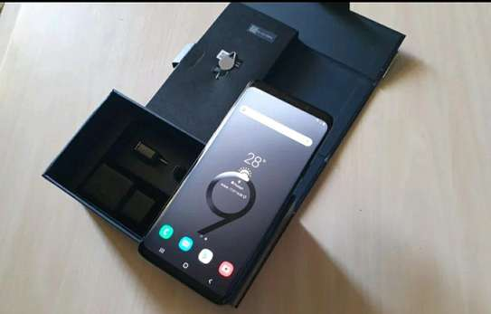 Samsung Galaxy S9 Plus 256 Gigabytes And Olliclips Professionally Photography Lens image 2