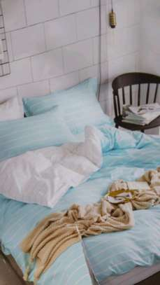 Binded duvet with 1 bedsheet n 2 pillowcases 6*6 image 3