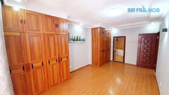 4 bedroom apartment for rent in Lavington image 4