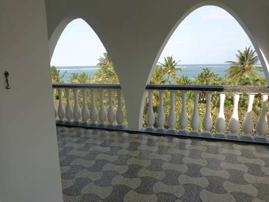 4br beach villa house with 2br guest wing for rent in Nyali. Hr15 - 1229 image 9