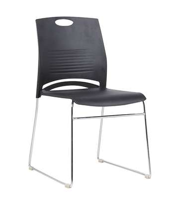 PLASTIC CHAIR image 1