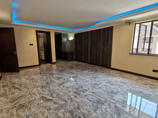 NEWLY BUILT CONTEMPORARY 4 BEDROOM TOWNHOUSE WITH DSQ image 5