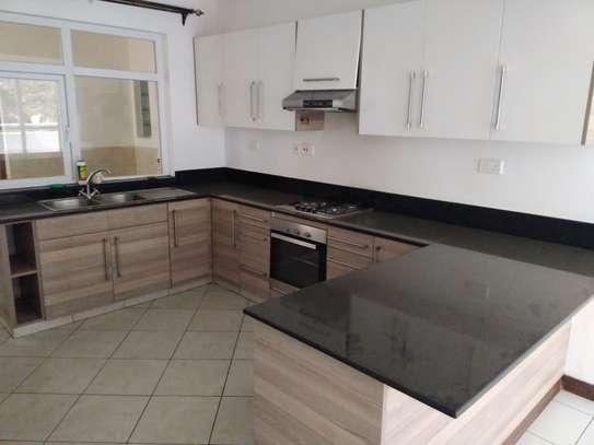 2 bedroom apartment for rent in Rhapta Road image 4