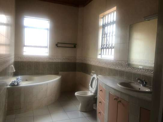 6 bedroom house for rent in Gigiri image 7