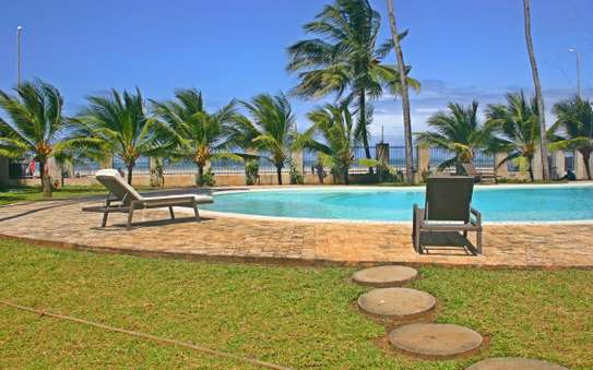 3br executive beach penthouse apartment for rent in Bamburi Beach. 2430 image 9