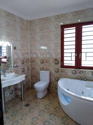 4 bedrooms mansion to let image 2