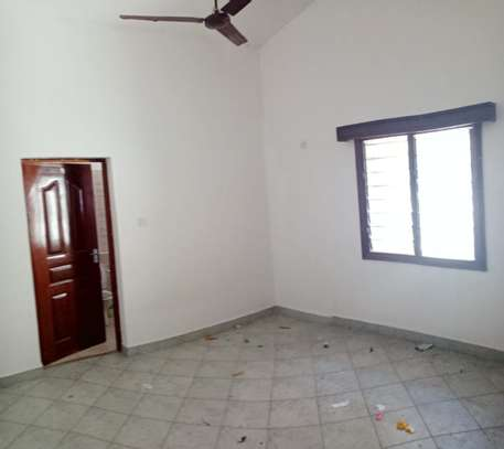 4 br house for rent in Nyali inside a gated community image 13
