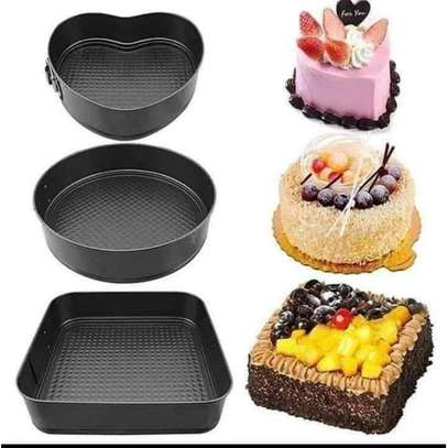 Generic A Set Of 3 Different Shapes Of Baking Tins image 2