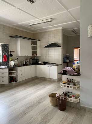 5 bedroom house for rent in Gigiri image 16