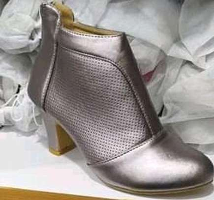 Ankle boots image 3