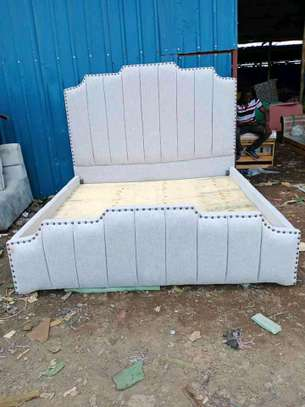 Tufted bed image 1