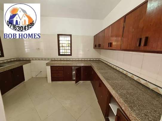 3 bedroom house for rent in Nyali Area image 12