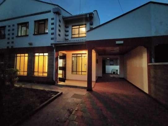 executive 4 bedroom maisonette plus sq to let south b image 9