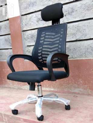 Office chair adjustable headrest