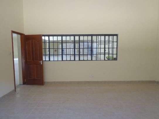 10588 ft² warehouse for rent in Embakasi Estate image 5