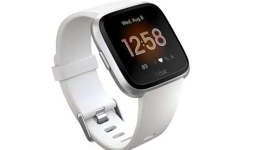 Fitbit Versa Lite Edition Smartwatch image 1