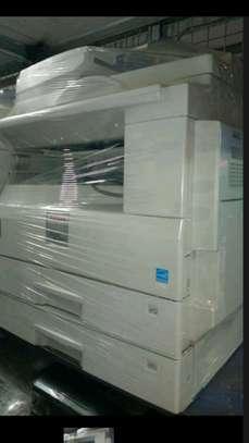 Photocopies machine ricoh mp 2000 image 2