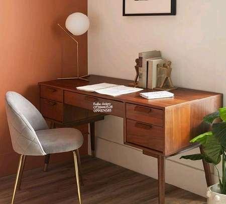 study desk image 1