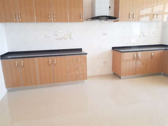 Lavington - Flat & Apartment image 11
