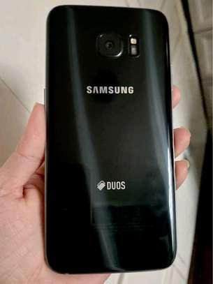 Samsung Galaxy S7 Edge ~ 128Gigabytes  Black image 2