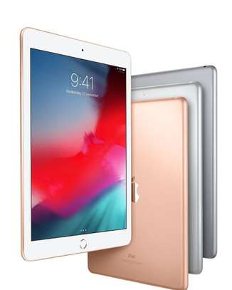 iPad 6 , 9.7 image 1