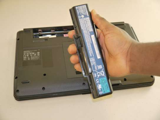 LAPTOPs Batteries Available all models in stock image 3
