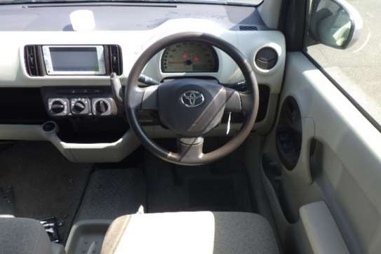 Toyota Ractis image 9