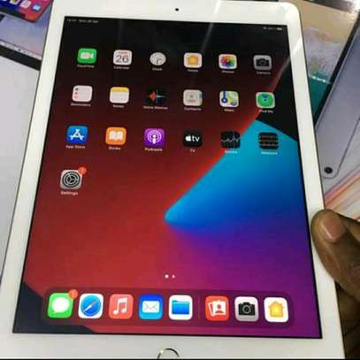 Apple ipad 5th 32gb image 2