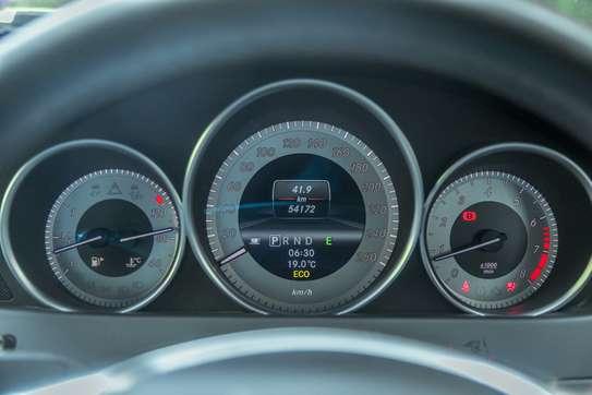 Mercedes-Benz C200 image 13