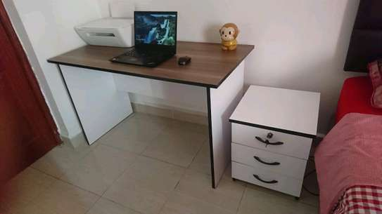 4ft Office Desk with removable drawers image 4