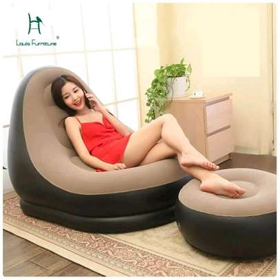 Inflattable seats with a footrest image 3