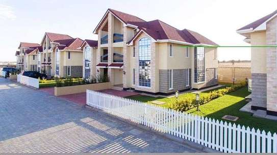 5 bedrooms executive townhouse to let image 5