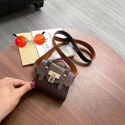 Ladies fashion hand bags image 2
