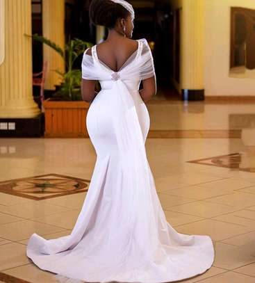 Back tie detailed wedding gown