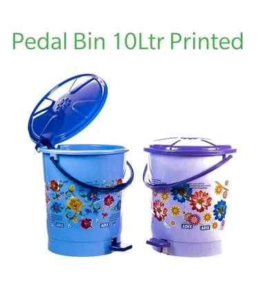 10litre pedal bin image 1