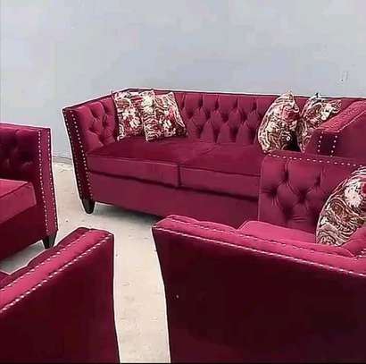 Chesterfield 5 seater with throw pillows image 1