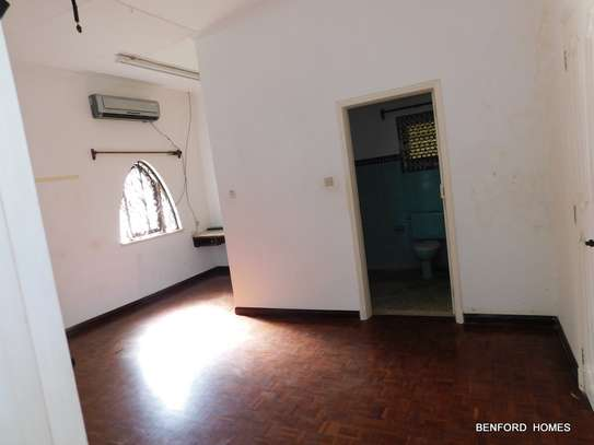 6 bedroom house for rent in Nyali Area image 2