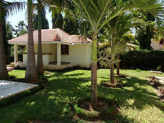 4 br fully furnished house with swimming pool for rent in Nyali. ID1529 image 10