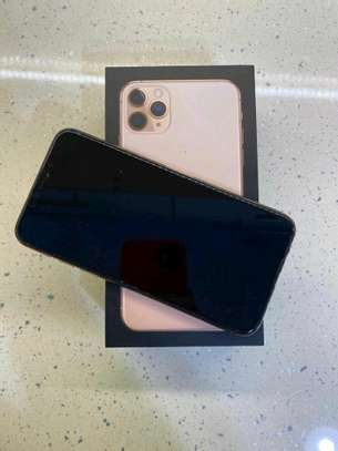 Apple Iphone 11 Pro Max  : Green 512Gb & Iwatch Series 3 ( gps and cellular version ) image 2