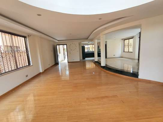 5 bedroom house for rent in Spring Valley image 2