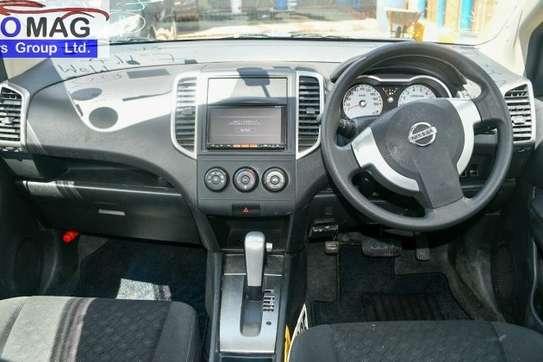 Nissan Wingroad image 7