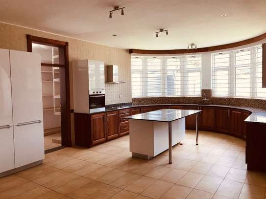5 bedroom house for rent in Rosslyn image 8