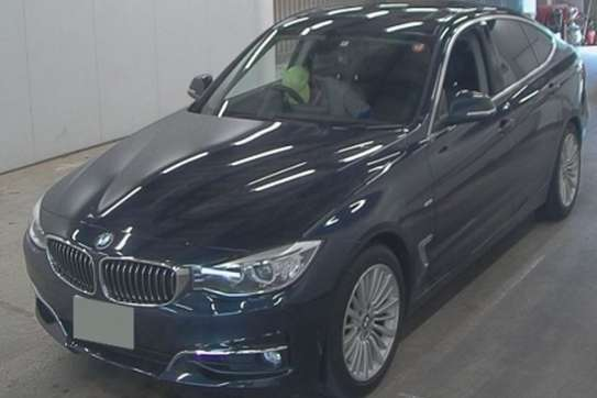 BMW 320i image 4