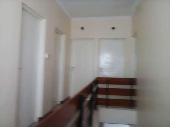 4 bedroom townhouse for rent in Rhapta Road image 4