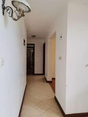 Excellent 4 bedroom duplex apartment all ensuite with dsq image 8